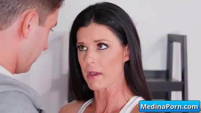 Hot milf gets her wet pussy nailed 01