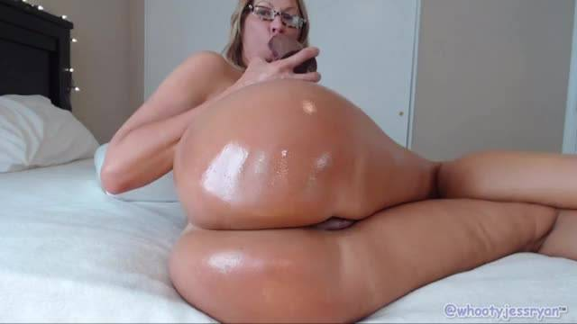 Mature pawg twerking and riding bbc